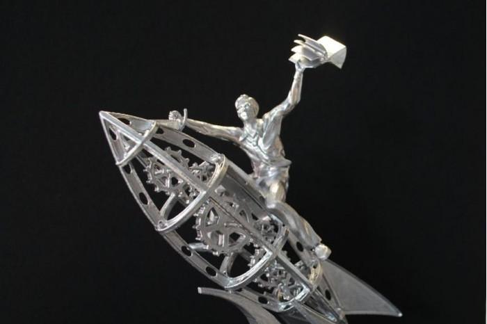 雷·布莱伯利故乡众筹12.5万美元打造其雕塑