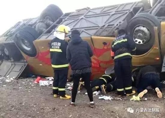 """公安部:内蒙古致12死交通事故客车带""""病""""上路"""