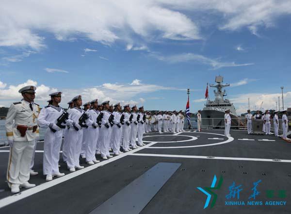 中国海军编队抵达菲律宾 解放军上将前来迎接