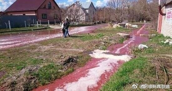 俄罗斯果汁工厂坍塌 2800万升果汁流向街道(图)