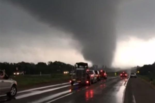 美国南部4州遭龙卷风袭击 造成10人死数十伤