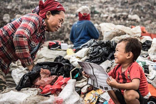 """印尼最大垃圾场""""养活""""3000户家庭"""