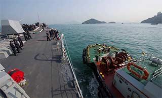 美军导弹驱逐舰访问香港