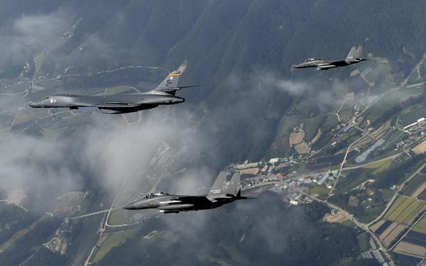 核战边缘?朝鲜称美军轰炸机在韩演练核弹投掷
