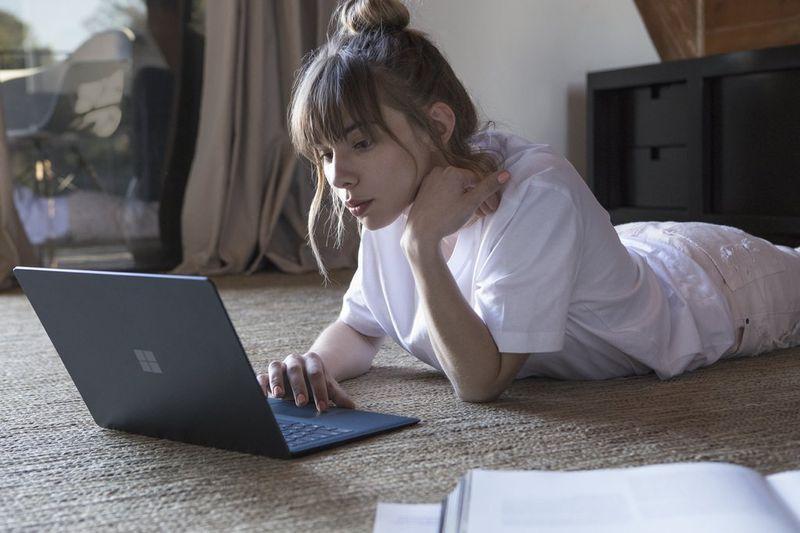微软Surface Laptop官方图赏 一体化超薄设计
