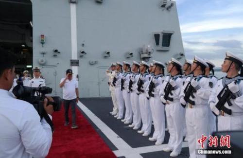 中国海军访菲 军网评论:别登我的岛请登我的舰