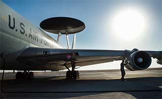 美国空军地勤维护飞机大片风格