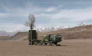 西藏军区唐古拉山下演练防空能力