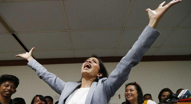 菲律宾环境部长任命遭否决 新闻发布会上引吭高歌