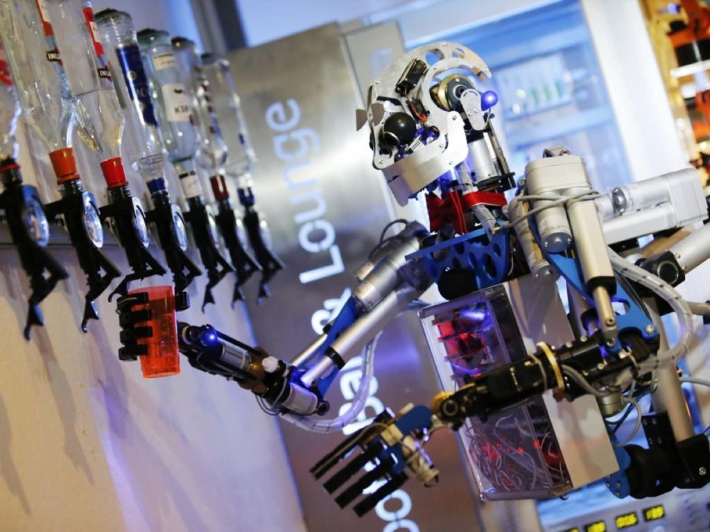 """""""机器换人""""遍地开花 机器人如何影响就业?"""