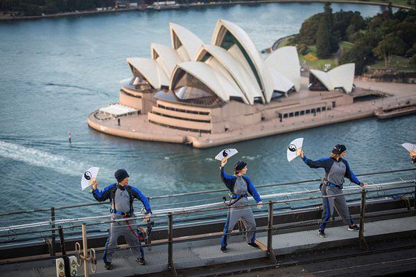 中国太极拳首次在悉尼海港大桥之巅开练