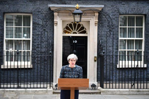 英女王同意议会解散 竞选活动正式开启
