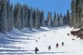 五月的烏魯木齊 市內穿短袖市郊能滑雪