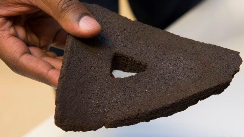 科学家用太阳炉3D打印出仿制月球土壤砖块