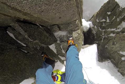 挪威探險家挑戰4000米雪山繞繩下降
