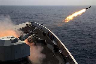 驱护舰编队开赴南海进行综合演练