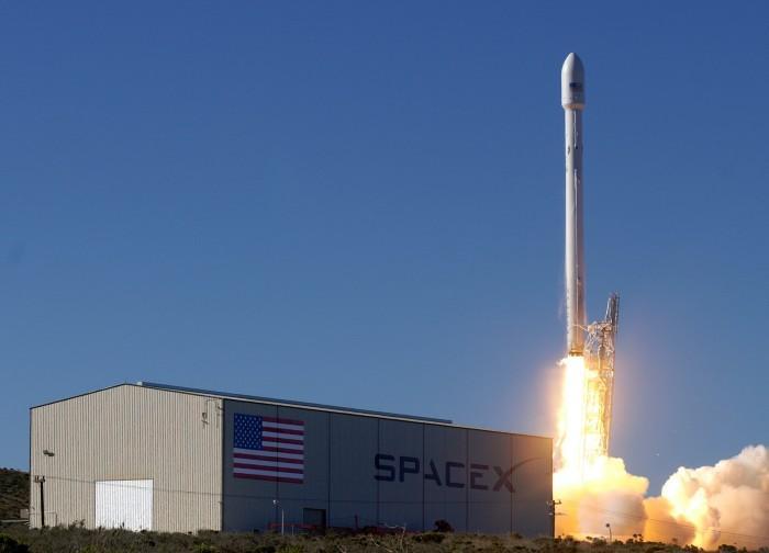 用4425颗卫星建太空互联网,SpaceX后年发射