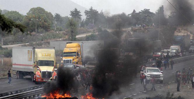 墨西哥军警与犯罪分子发生枪战 已致10人死亡