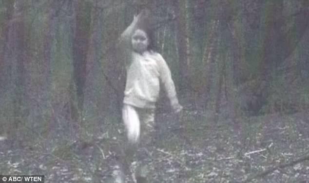 """纽约州树林惊现""""幽灵女孩""""身影"""
