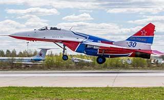 俄罗斯两大飞行表演队换新涂装