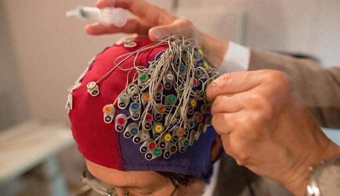 日本科学家发明新型仪器 可以感知阅读人脑思维