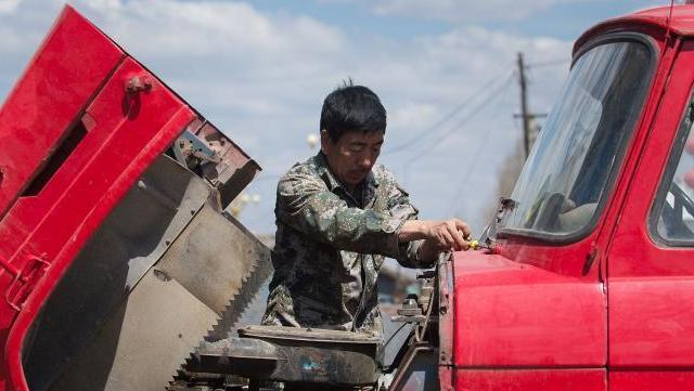 吉林农民自费买消防车灭火12年 花费近60万元