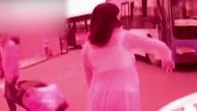怀孕女子当街发飙暴打民警 强行送医院产下女婴