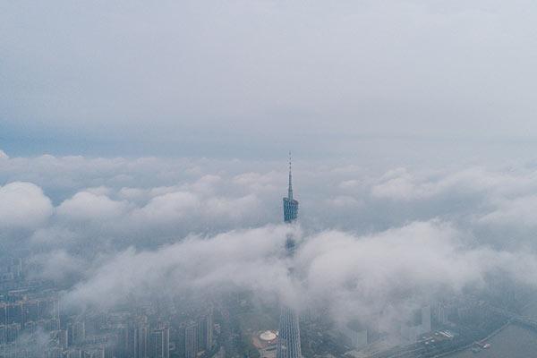 广州暴雨后的云海