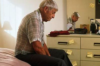 半年骂走15个保姆 老教授性格大变竟因老年痴呆