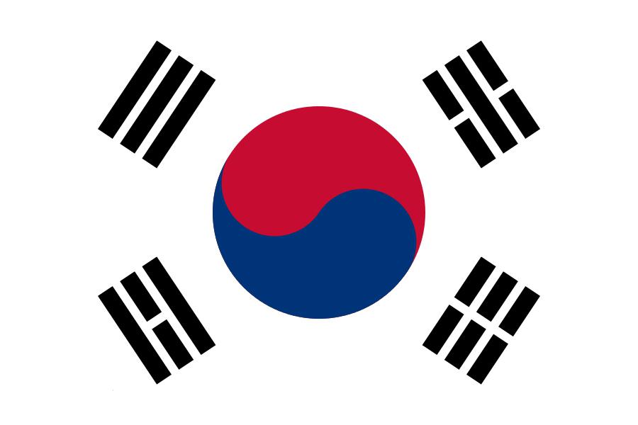 东边是东海/日本海(韩国称其东海,日本称其日本海),北面隔着三八线非