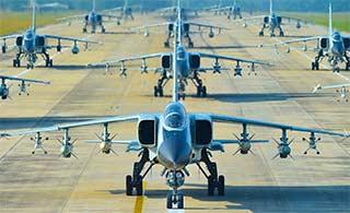 数数跑道上有多少架飞豹战机