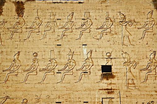 尼罗孕莲讲述埃及古今