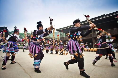 丹霞野径藏通道 探奇侗寨传统民俗