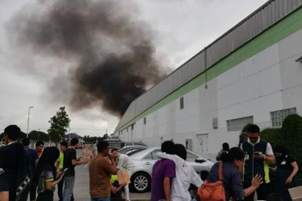 泰超市爆炸致数十人伤 当地警方、军方和拆弹专家赶往现场