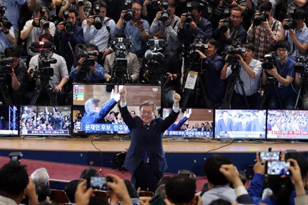 韩大选出口民调显示:文在寅以41.4%得票率领先