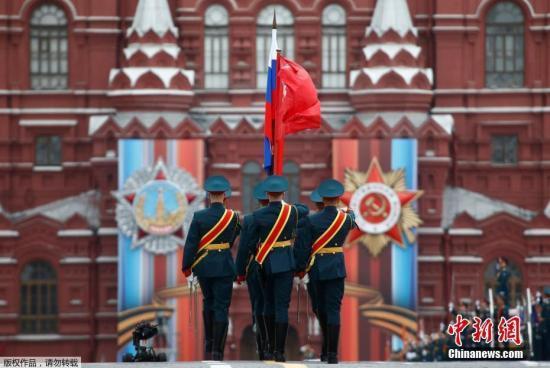俄纪念卫国战争胜利72周年 阅兵式在红场闭幕