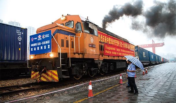 """从中国倡议到世界共享:""""一带一路""""点亮世界"""
