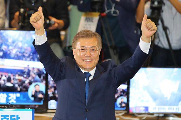 韩国总统候选人文在寅发表讲话 宣布胜利