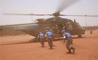 中德维和部队联合演练 NH90抢眼