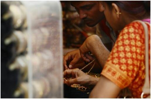"""民众不买账?印度""""废钞""""行动难阻现金交易热情"""