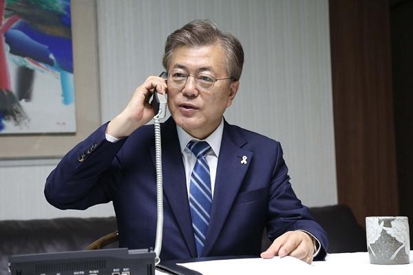 韩国新总统文在寅任期开始 与韩联参议长通话