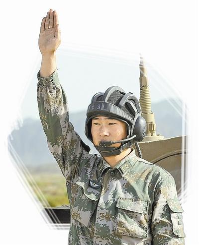 中国坦克炮长国际大赛获佳绩 打靶两弹穿一洞