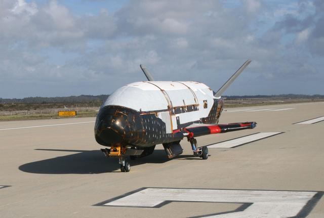 不能说的秘密:美X37B在轨飞近2年后突然返回地球