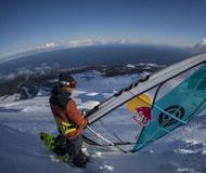 极限达人献精彩表演 雪上滑浪演绎灵动之美