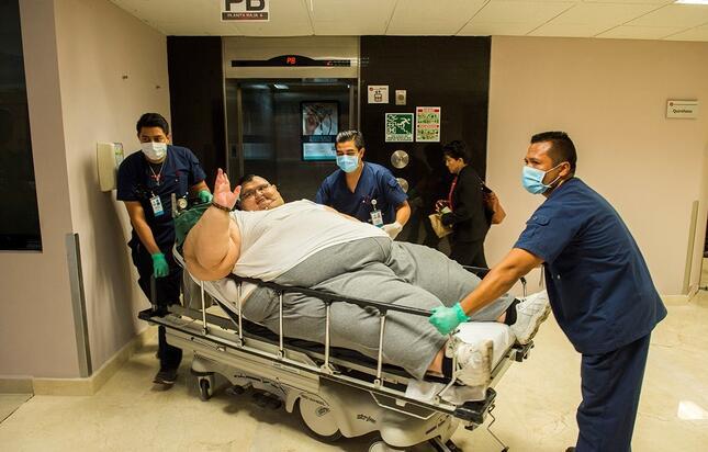重约600公斤 全球最胖男子进行胃肠改造手术