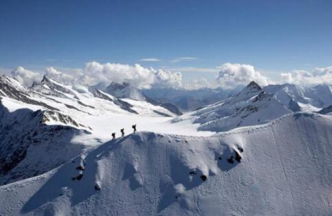 阿尔卑斯发生雪崩 两名滑雪者一名向导不幸身亡