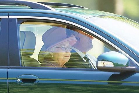 老司机!英国女王70多年无证驾驶