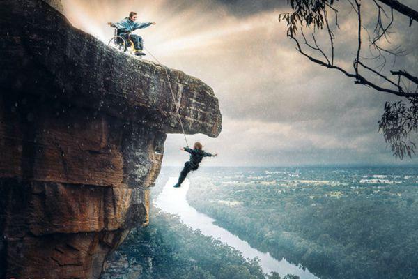 英残疾母亲与儿子悬崖拍大片 堪称史上最强亲子照