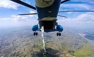 这个角度看直升机空降太刺激