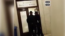 记者向美国卫生部长提问后遭逮捕